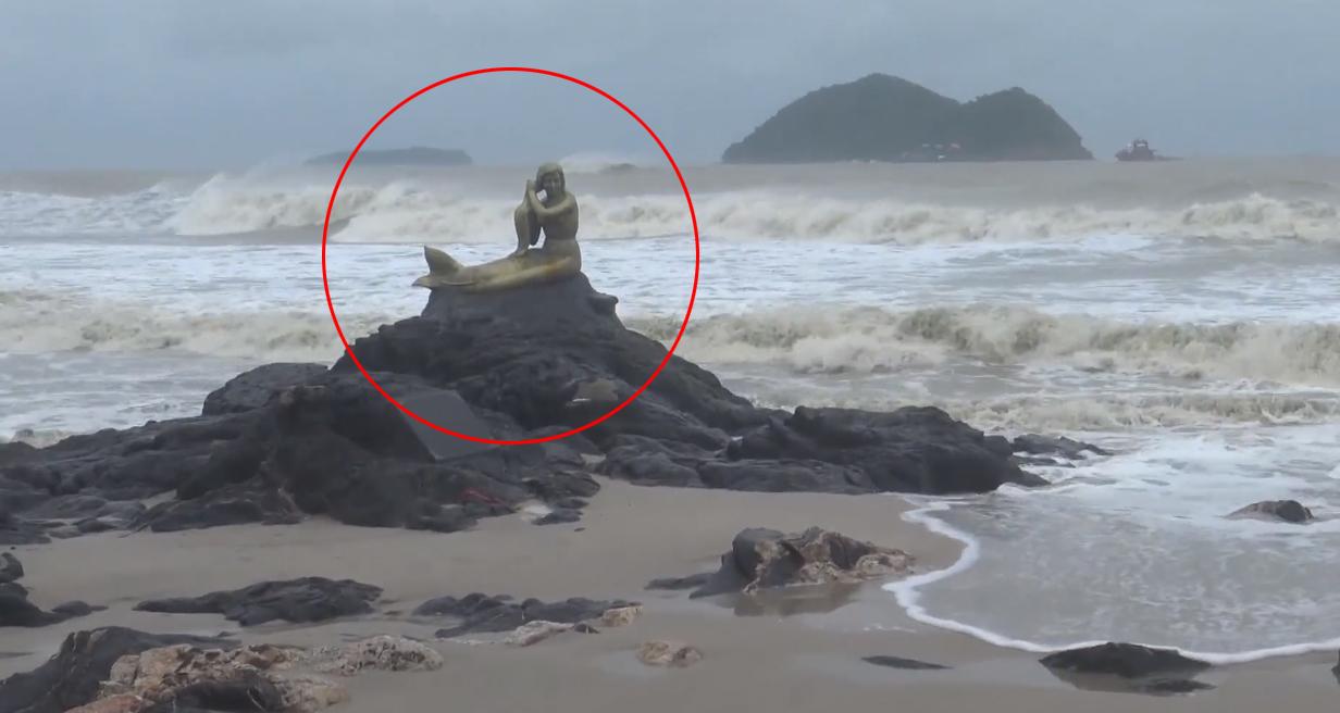 ข่าวพายุ ข่าวสดวันนี้ นางเงือกทอง พายุปาบึก หาดสมิหรา