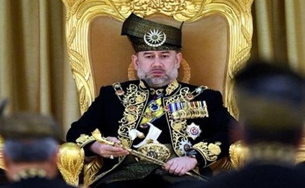กษัตริย์มาเลเซีย กษัตริย์แห่งมาเลเซีย สมเด็จพระราชาธิบดีมูฮัมมัดที่ 5 สละราชสมบัติ
