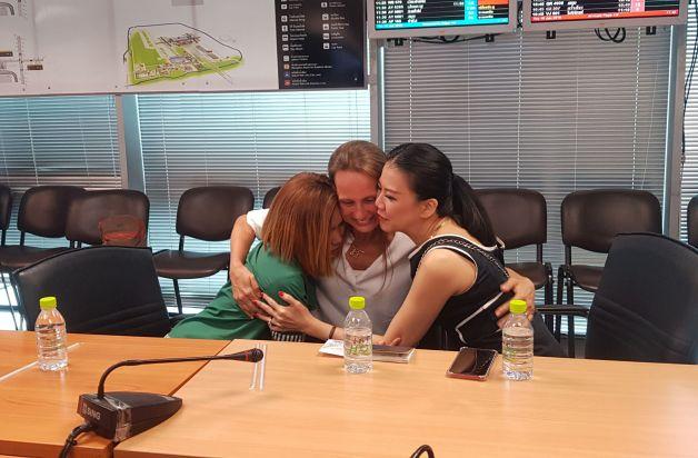 ข่าวสดวันนี้ พนักงานมินิมาร์ท หญิงบราซิล เก็บเงินแสน