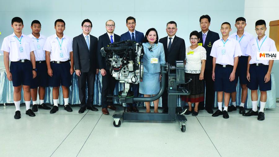 BMW BMW Service Apprentice Program ช่างเทคนิค บีเอ็มดับเบิลยู กรุ๊ป ประเทศไทย ฝึกฝนทักษะ ยานยนต์ไฟฟ้า รถยนต์ Plug In Hybrid วิชาชีพในอุตสาหกรรม สถาบันเทคโนโลยีจิตรลดา อบรมความรู้ โรงเรียนจิตรลดาวิชาชีพ