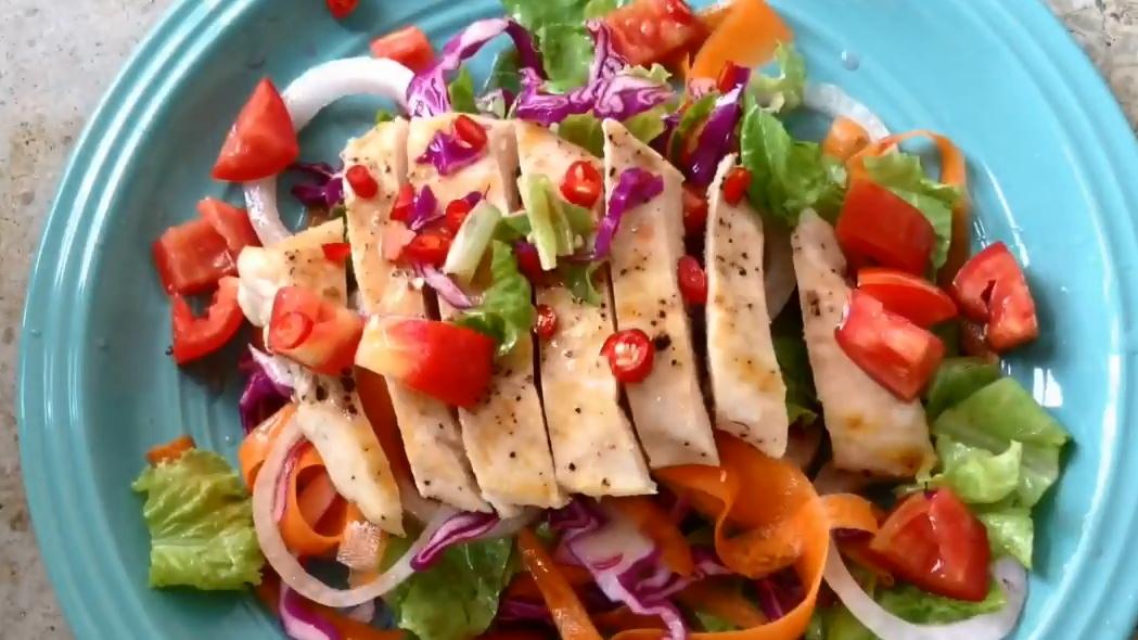 สลัดอกไก่ย่าง อกไก่ อาหารคลีน อาหารเพื่อสุขภาพ