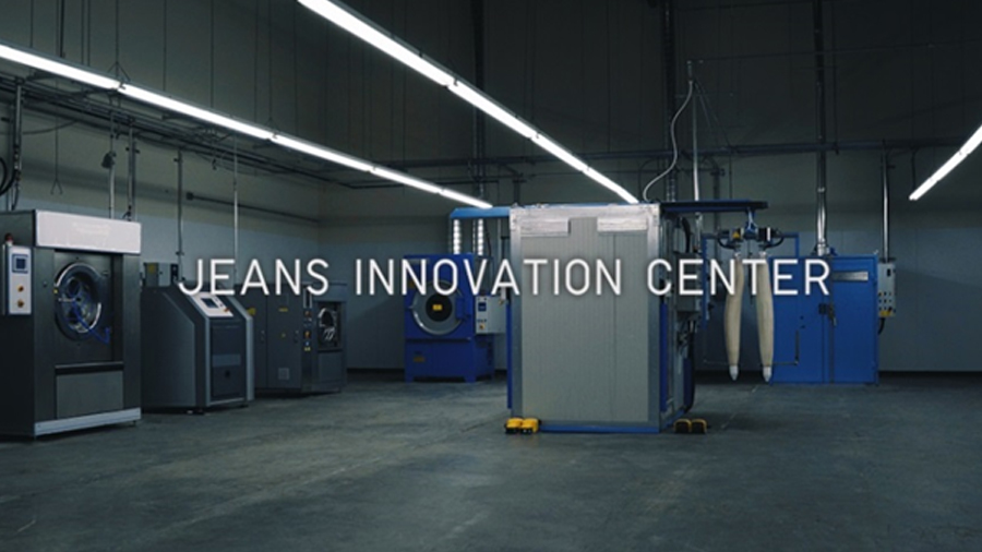 fashion Fast Retailing Group FR Jeans Innovation Center J BRAND jeans Sustainable Capsule uniqlo ยีนส์ แฟชั่น