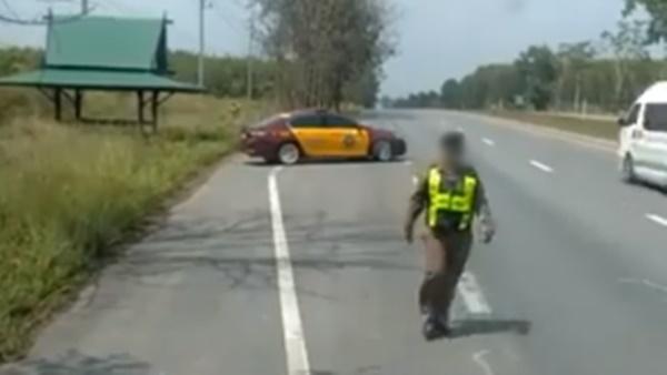 ตำรวจทางหลวง รถบรรทุกจอดเสีย