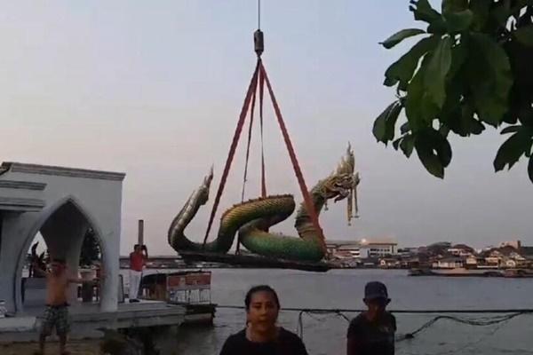 ข่าวจังหวัดนนทบุรี รูปปั้นพญานาค เขื่อนทรุด แม่น้ำเจ้าพระยา