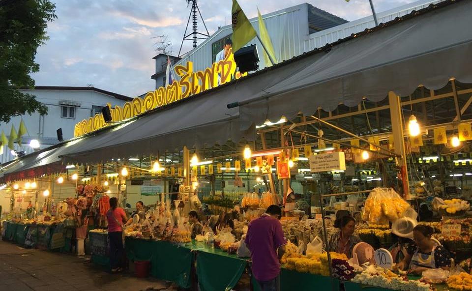 ตลาดนัดกลางคืน ตลาดนัดกลางคืนในกรุงเทพ ตลาดปากคลองตรีเพชร ถนนข้าวสาร ที่เที่ยวกรุงเทพ ที่เที่ยวกลางคืน ปากคลองตลาด สะพานพระราม 8 อารีย์ เที่ยวกรุงเทพ เยาวราช