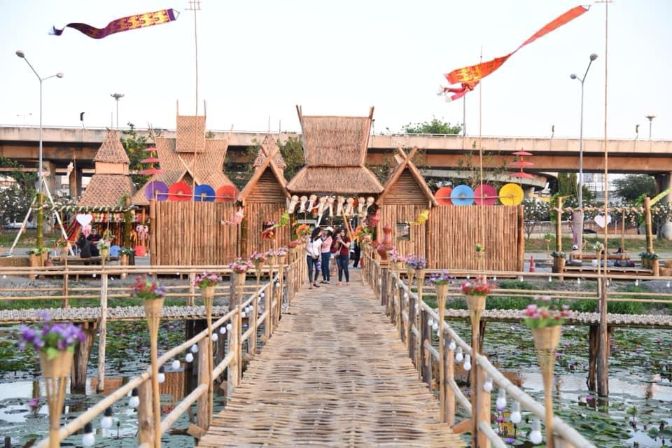 ที่เที่ยวถ่ายรูป ที่เที่ยวปทุมธานี ที่เที่ยวใกล้กรุงเทพ สะพานไม้ทุ่งรังสิต สะพานไม้ไผ่ เที่ยวปทุมธานี ไผ่น่านรักปทุม