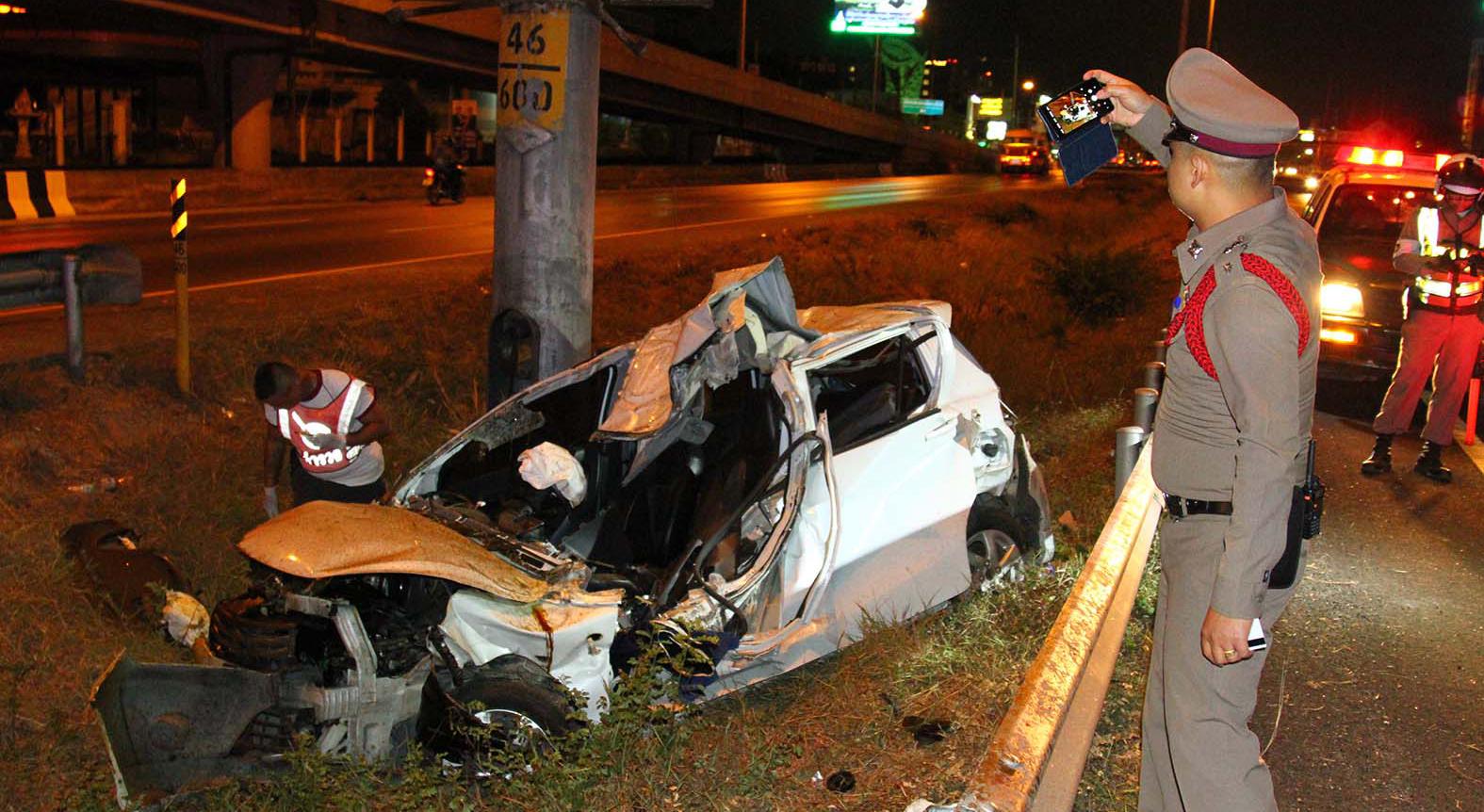 ขับรถถอดเสื้อ ข่าวรถชน ข่าวสดวันนี้ ข่าวอุบัติเหตุ