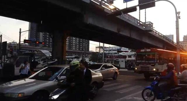 การจราจร สะพานข้ามแยกอโศก-เพชรบุรี