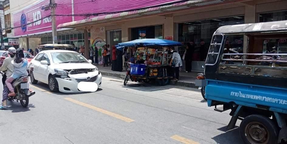การจอดรถ จอดกลางถนน รถติด ลงไปซื้อของ