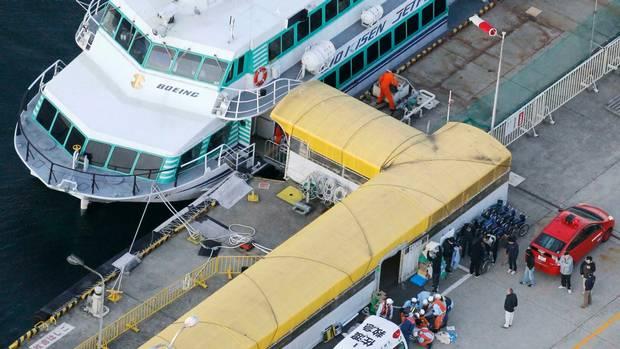 ญี่ปุ่น เรือข้ามฟาก เรือชนปลาวาฬ