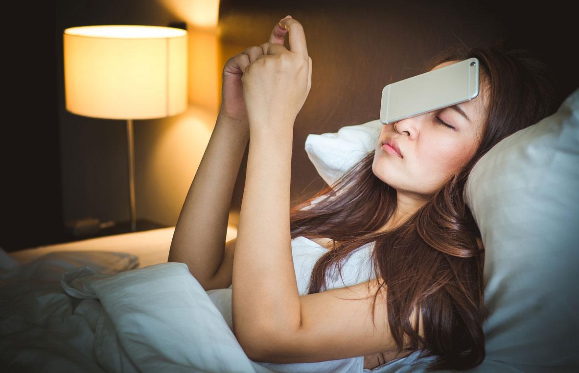 ตื่นสาย นอนดึก นอนดึกตื่นสาย นอนหลับ พฤติกรรมการนอนดึก