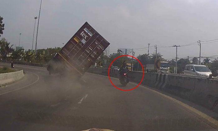 ข่าวสดวันนี้ ข่าวอุบัติเหตุ รถคว่ำ