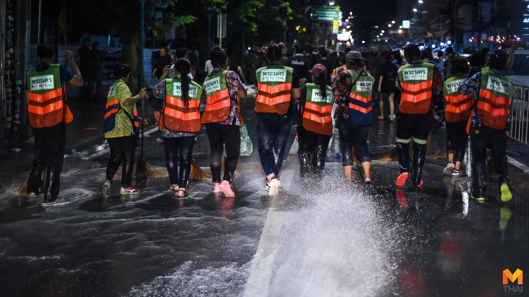 ถนนข้าวสาร ทำความสะอาดถนน สงกรานต์