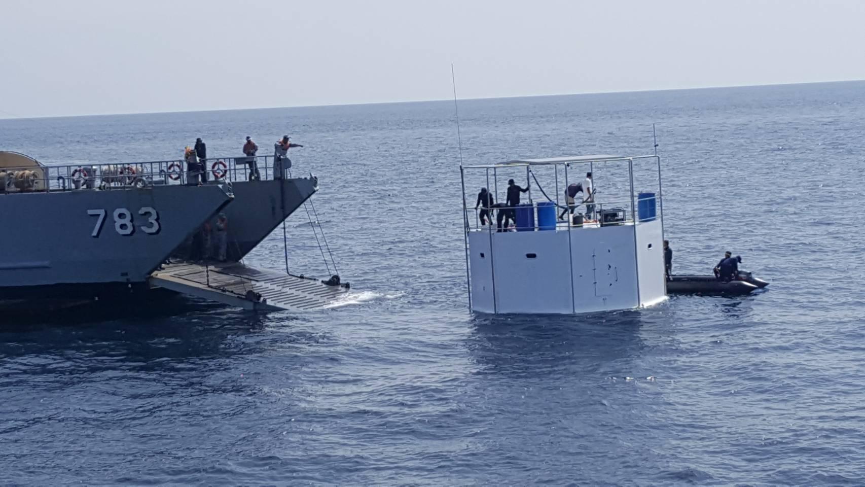 กองทัพเรือ ที่พักลอยน้ำ