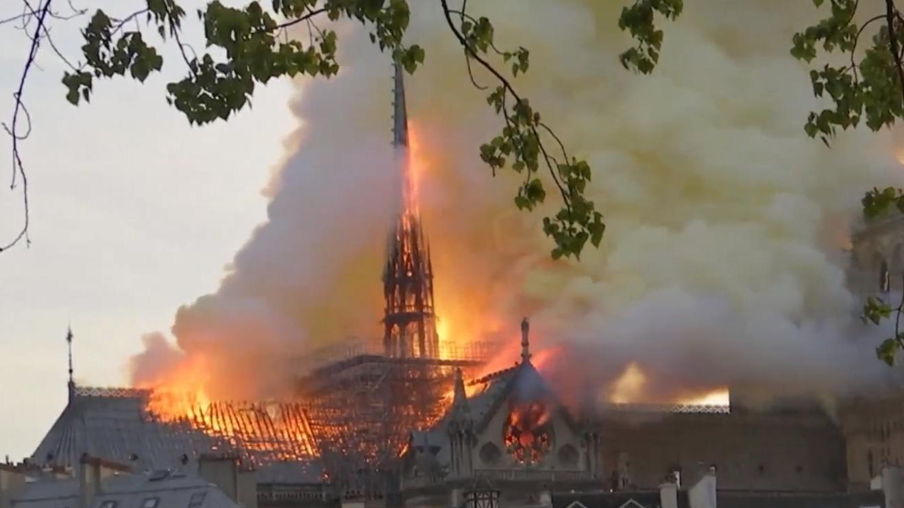 มหาวิหารนอเทรอดาม มหาวิหารนอเทรอดามไฟไหม้ ไฟไหม้ในฝรั่งเศส
