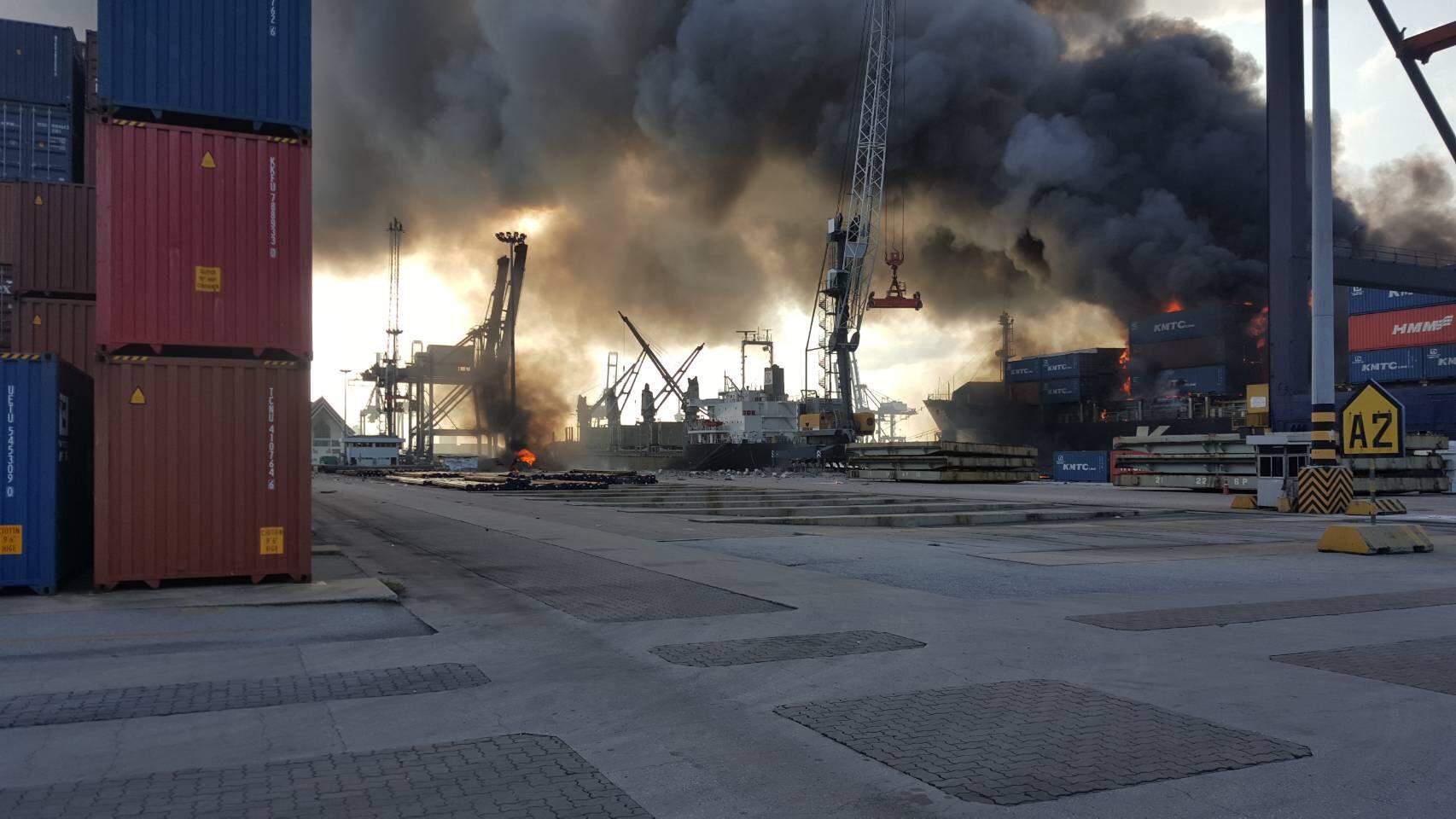 ท่าเรือแหลมฉบัง นายกรัฐมนตรี เรือบรรทุกสินค้า ไฟไหม้