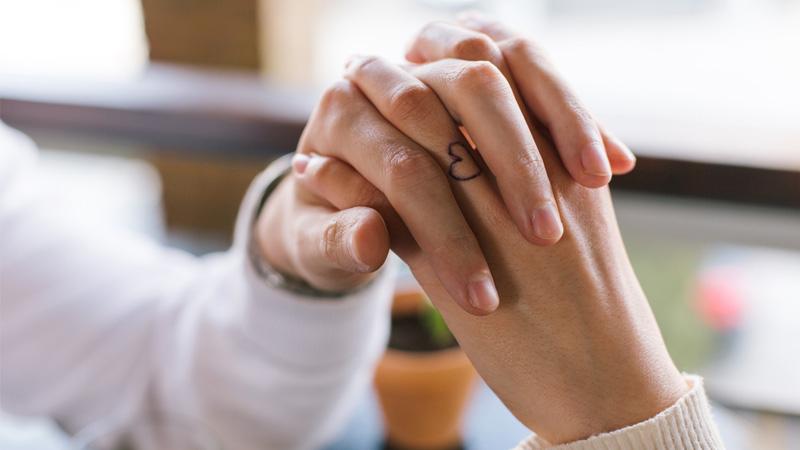 ความรัก ความสัมพันธ์ของคู่รัก คู่รัก บอกรัก สร้างความสัมพันธ์ สัมผัสแทนคำบอกรัก