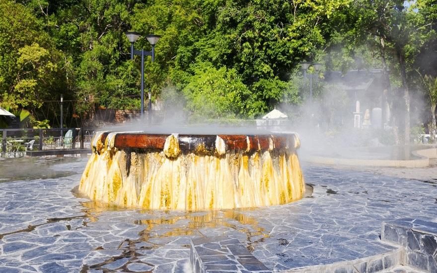 ที่เที่ยวระนอง บ่อน้ำร้อน บ่อน้ำร้อนรักษะวาริน อาบน้ำแร่ เที่ยวระนอง เที่ยวเมืองรอง เที่ยวใต้ แช่น้ำร้อน