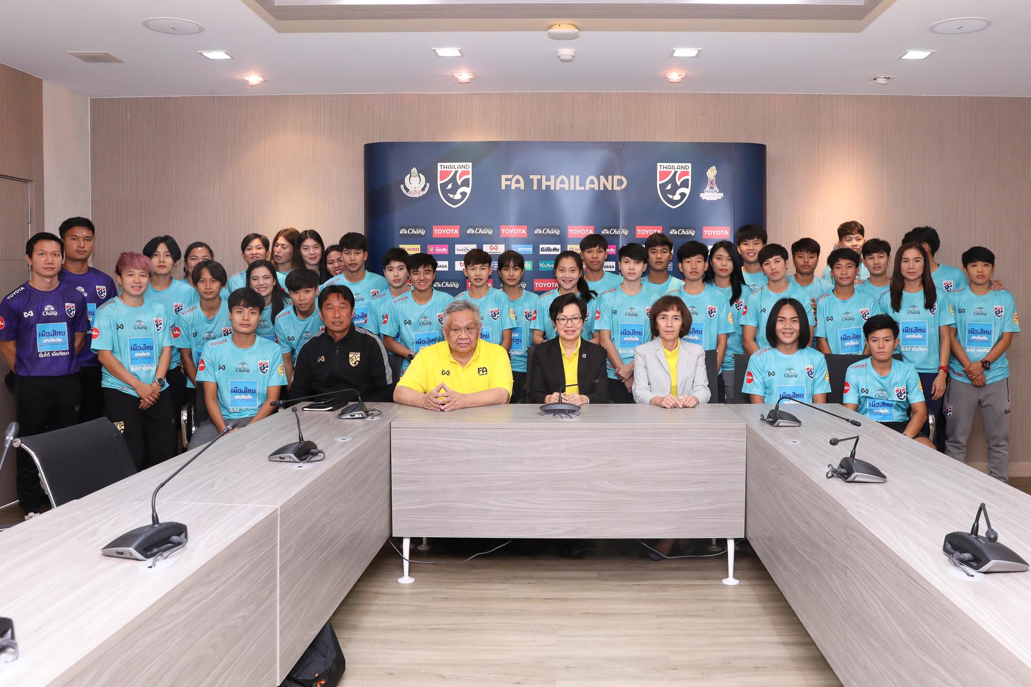 นฤพล แก่นสน ฟุตบอลหญิงทีมชาติไทย ศิริมา พานิชชีวะ
