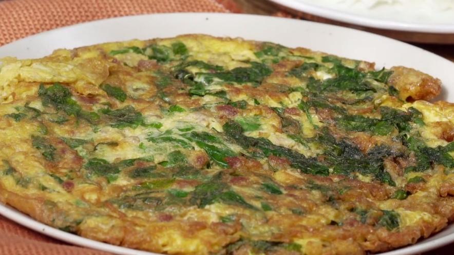 วิธีทำไข่เจียว สูตรอาหาร เมนูไข่ ไข่เจียว ไข่เจียวผักหวาน