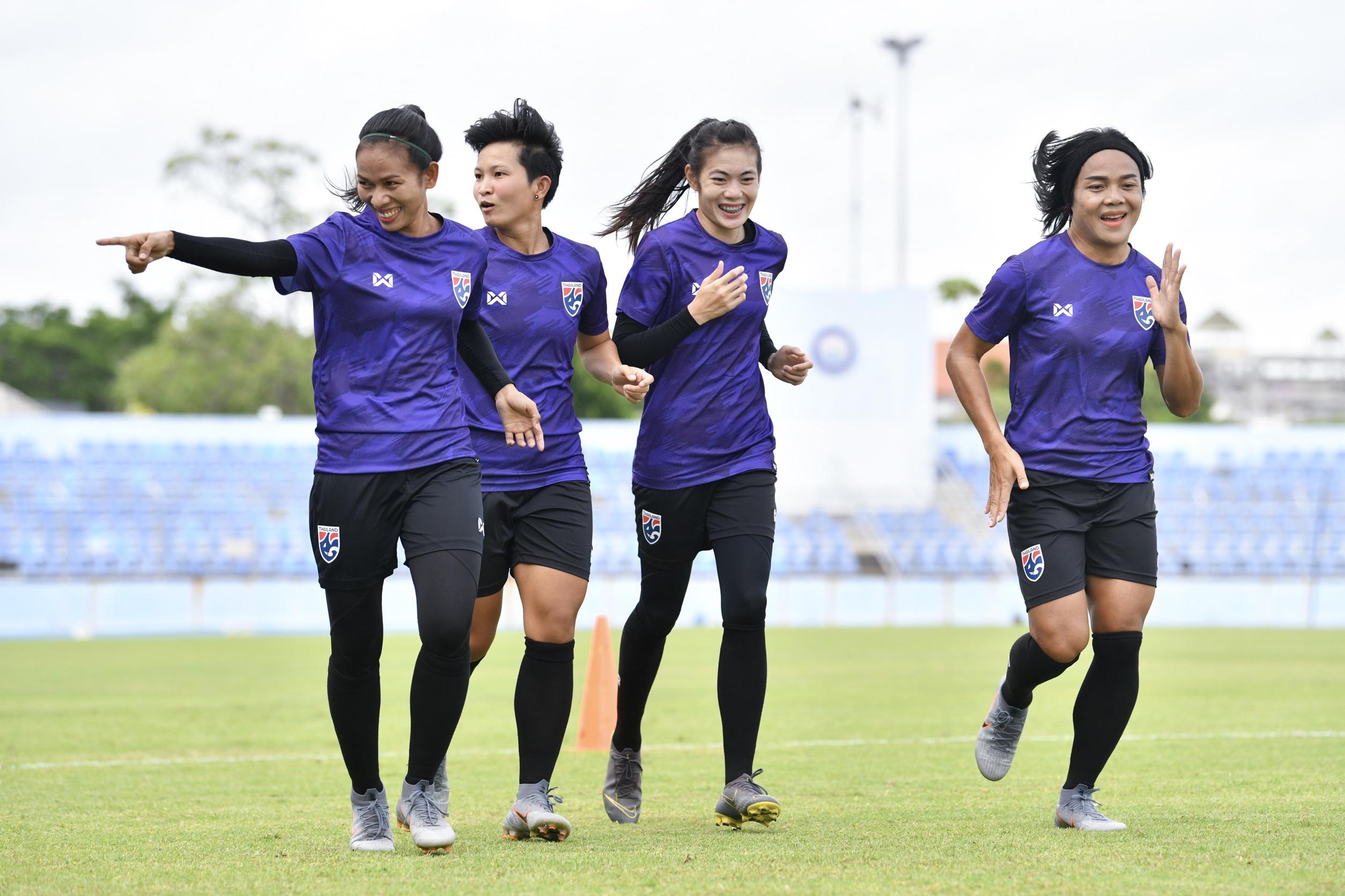 นฤพล แก่นสน ฟุตบอลหญิงทีมชาติไทย เวียดนาม