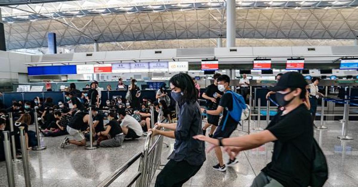 ประท้วง สนามบิน ฮ่องกง