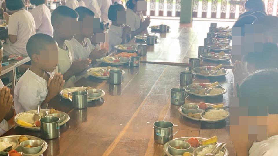 อาหารกลางวัน อาหารกลางวันเด็ก โรงเรียนบ้านเพชรน้ำผึ้ง