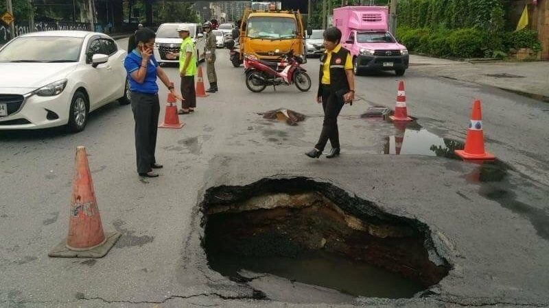 ถนนยุบตัว หลุมถนนเพชรบุรี