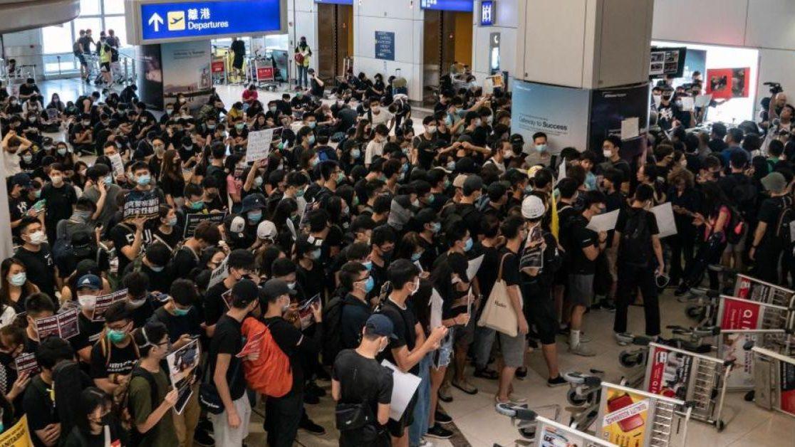 ชุมนุมฮ่องกง ประท้วงฮ่องกง สนามบินฮ่องกง ฮ่องกง