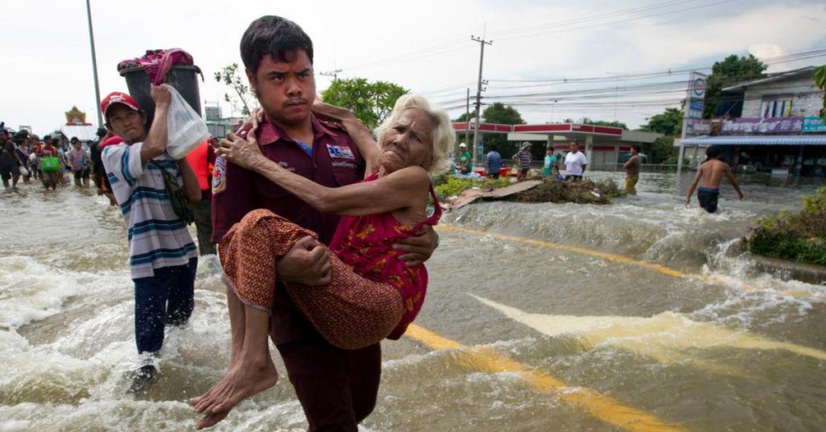 ข่าวสดวันนี้ ช่วยผู้ประสบภัยน้ำท่วม น้ำท่วม