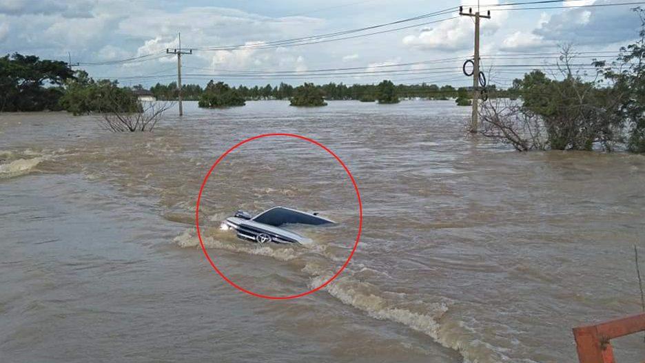 ข่าวน้ำท่วม ข่าวสดวันนี้ น้ำท่วมร้อยเอ็ด รถจมน้ำ