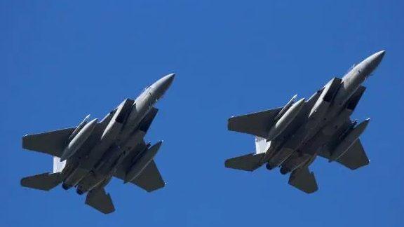 ข่าวสดวันนี้ ข่าวอังกฤษ เครื่องบินรบ เครื่องบินรบ F-15 โดดร่ม