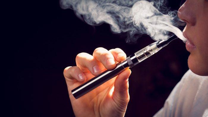 บุหรี่ บุหรี่ไฟฟ้า สูบบุหรี่ไฟฟ้า โรคปอดอักเสบ