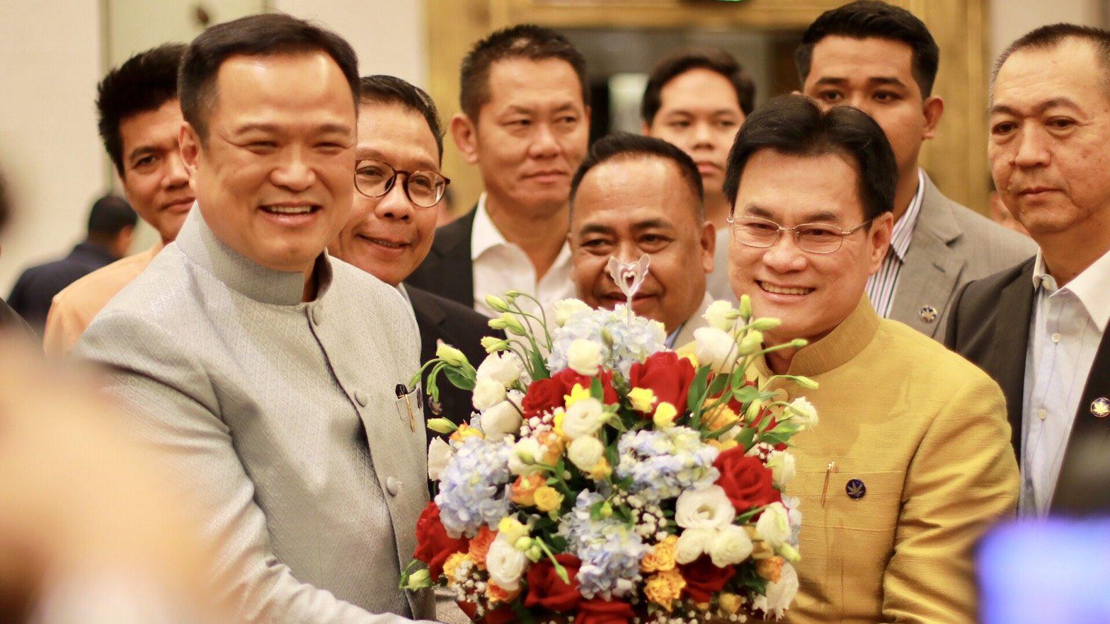 ข่าวสดวันนี้ น้ำท่วมอีสาน น้ำท่วมอุบล พรรคประชาธิปัตย์ พรรคภูมิใจไทย