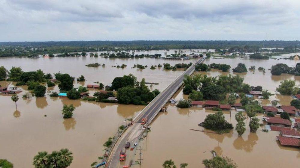 น้ำท่วมอุบล บริจาคเงิน พรรคภูมิใจไทย เงินบริจาคช่วยน้ำท่วม