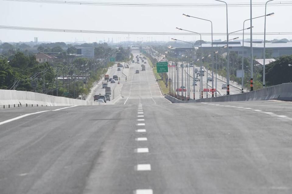 สะพานยกระดับข้ามทางหลวงหมายเลข 9 โครงการถนนศรีนครินทร์-ร่มเกล้า