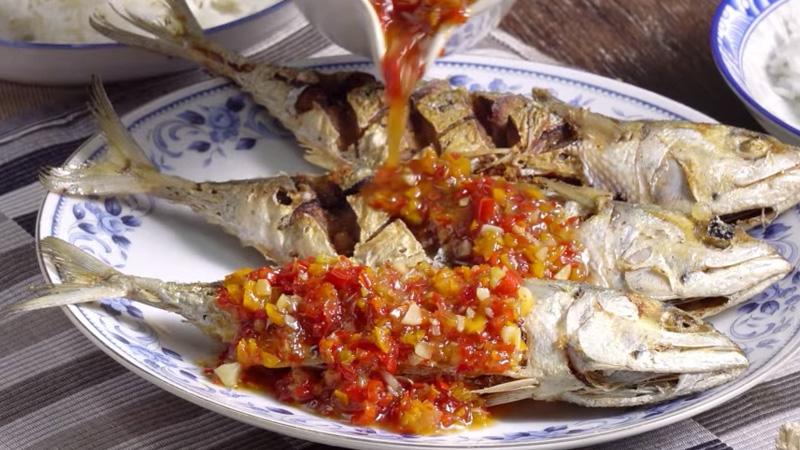 กินข้าวกัน ปลาทูราดพริก วิธีทำ ปลาทูราดพริก สูตรอาหาร