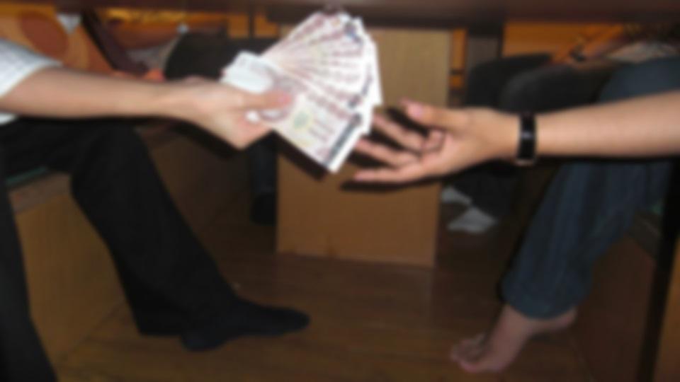 เรียกรับเงิน เรียกรับเงินจากผู้สมัครสอบ