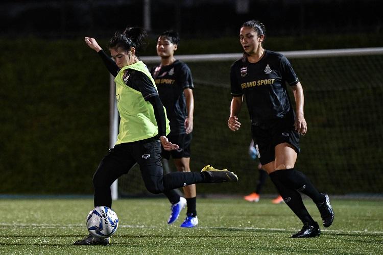 ทีมฟุตบอลหญิงทีมชาติไทย นฤพน แก่นสน