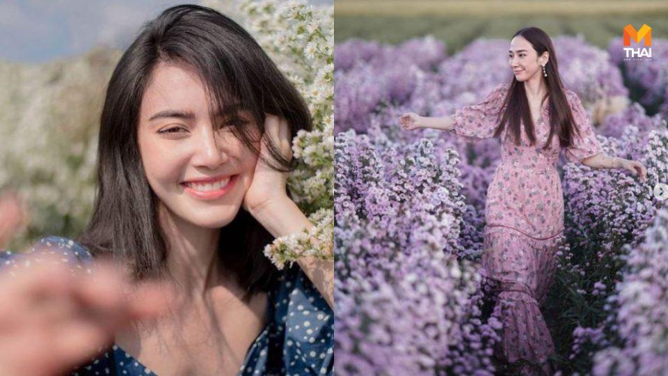 ถ่ายรูป ถ่ายรูปกับดอกไม้ ถ่ายรูปกับทุ่งดอกไม้ ท่าถ่ายรูป ท่าโพสถ่ายรูป วิธีถ่ายรูป