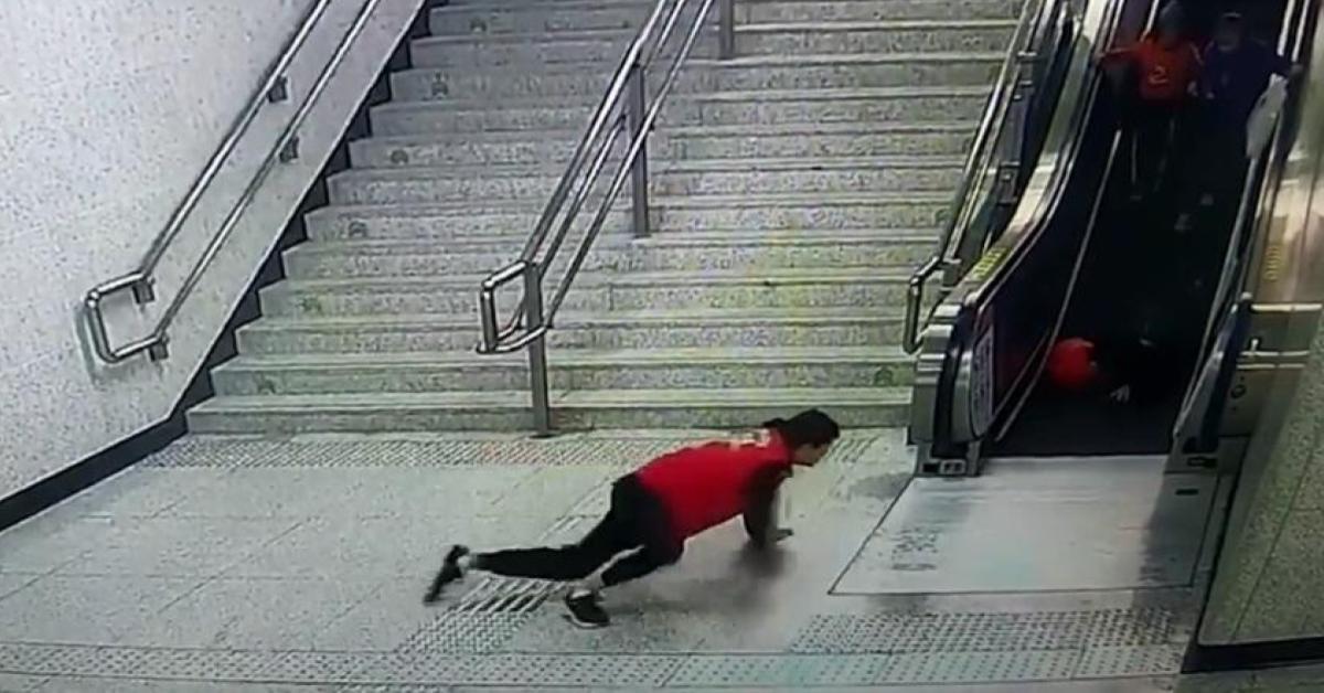 ข่าวสดวันนี้ ช่วยคนตกบันได อาสาสมัครรถไฟจีน