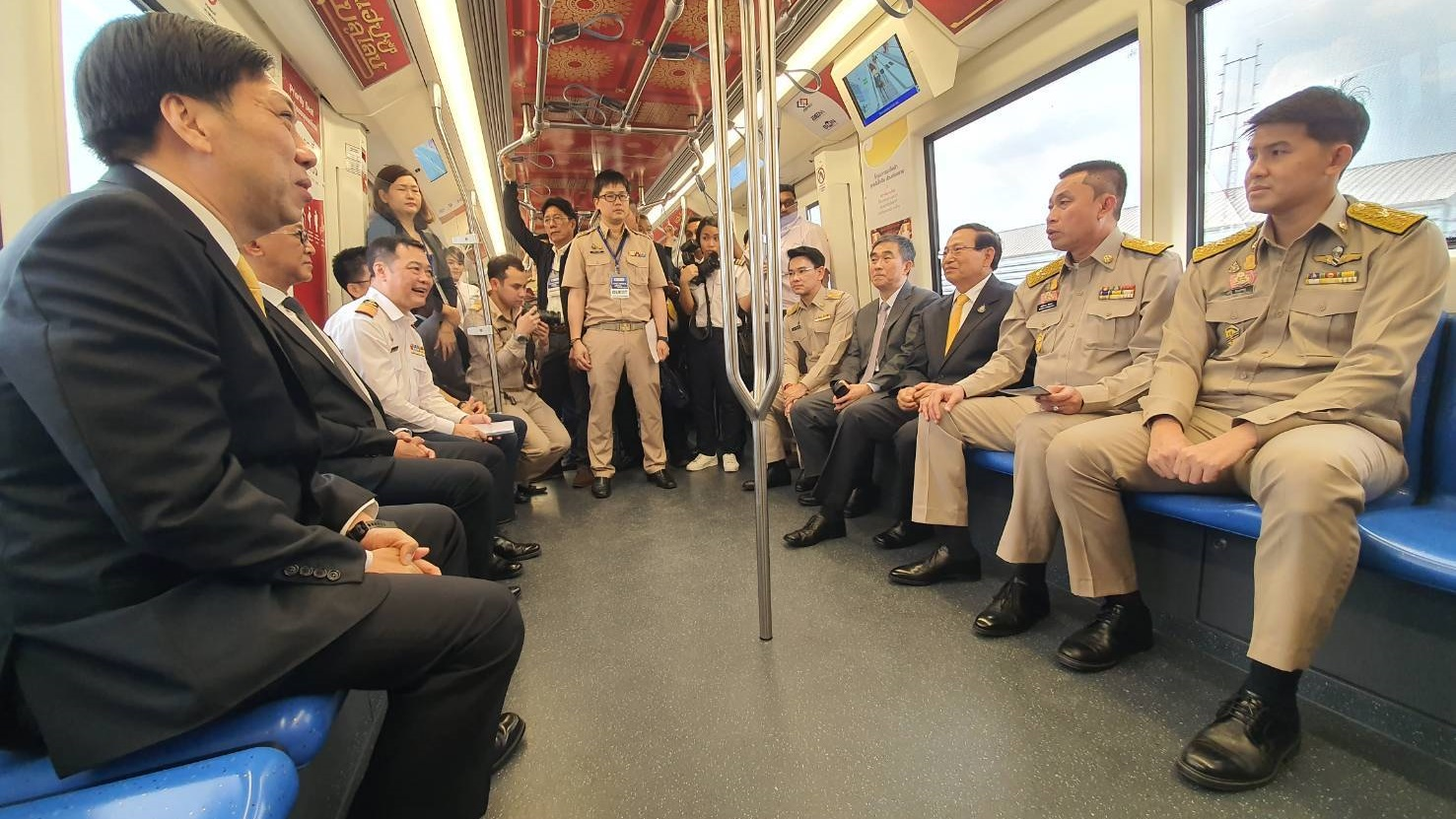 นั่งฟรีรถไฟฟ้า รถไฟฟ้าสายสีน้ำเงิน