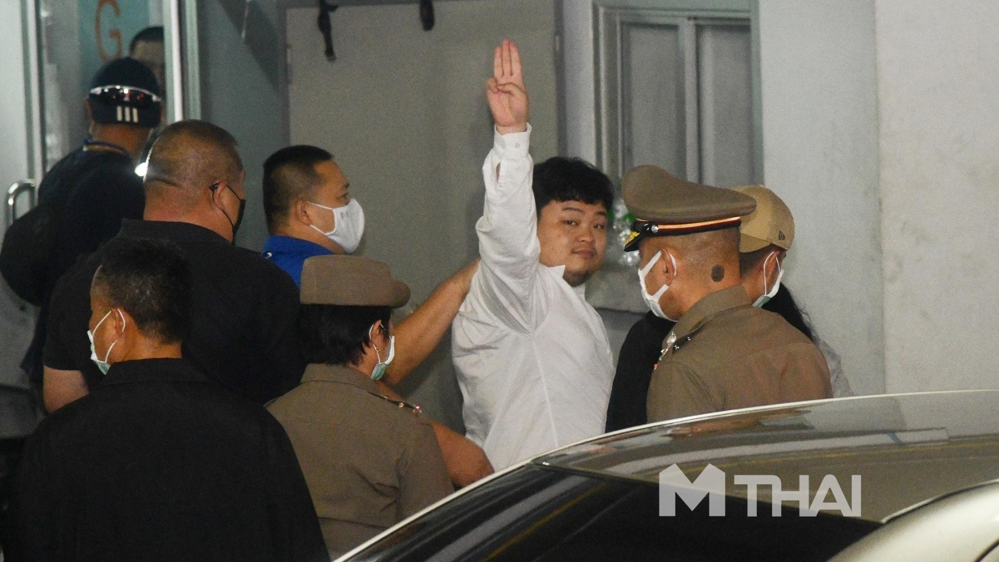 ชุมนุมทางการเมือง เพนกวิน เยาวชนปลดแอก
