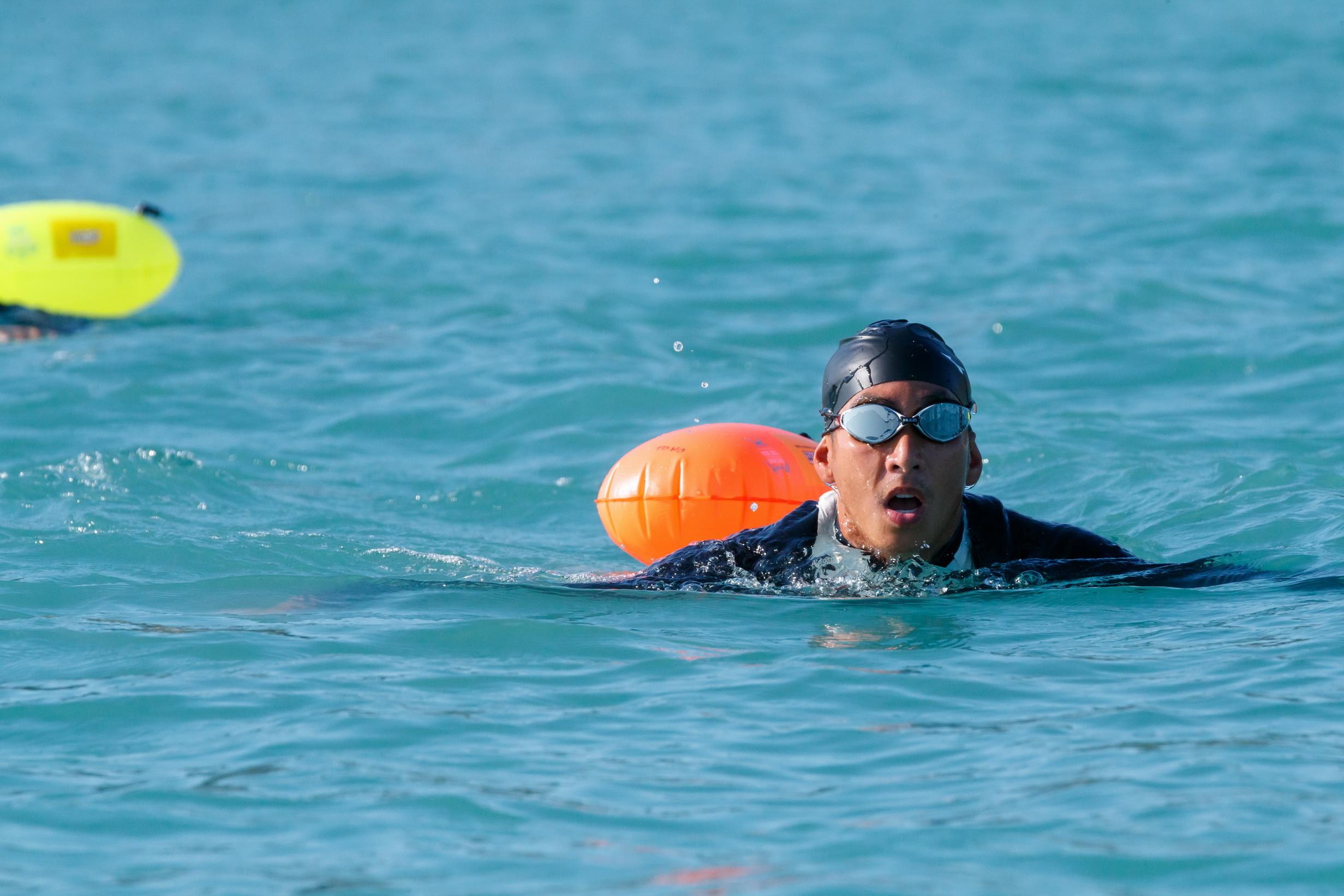 ว่ายน้ำตัวเปล่าบนทะเลอ่าวไทย โตโน่-ภาคิน