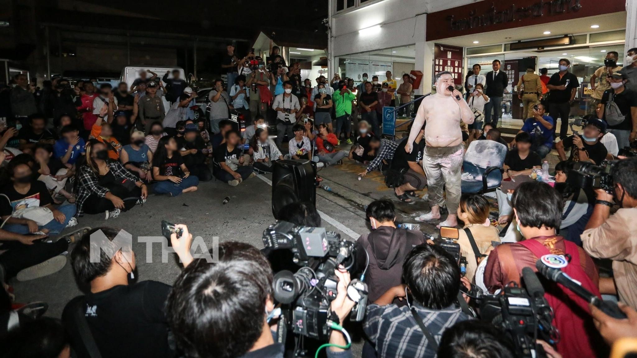 กลุ่มเยาวชนปลดแอก ข่าวการเมือง รุ้ง ปนัสยา หมอลำแบงค์ เพนกวิน ไมค์ ระยอง