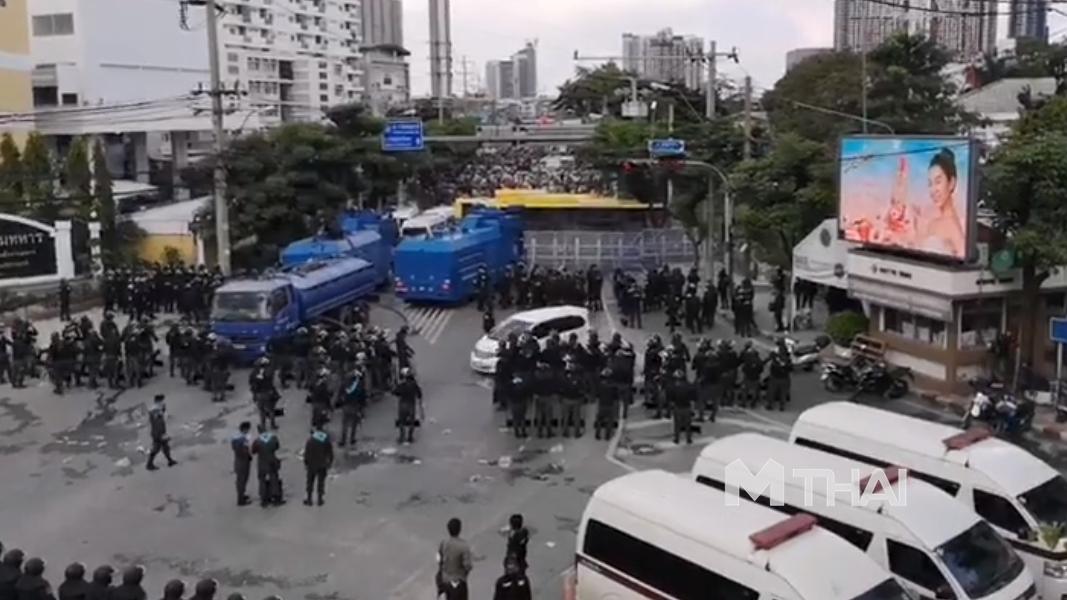 ตำรวจ สลายการชุมนุม
