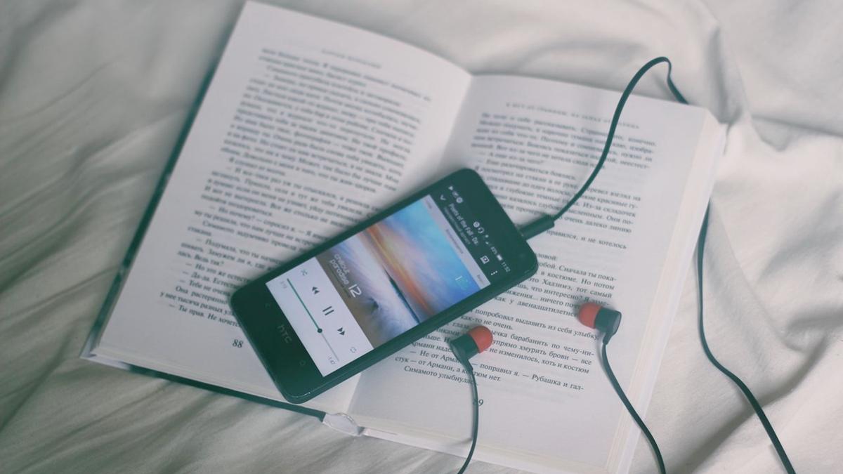 ฟังเพลง อ่านหนังสือ