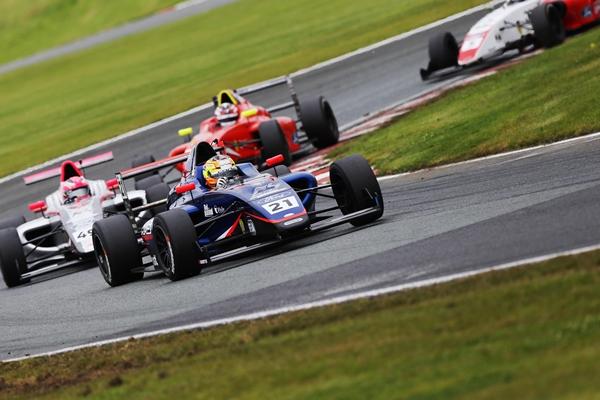 ตอกย้ำความแรงอย่างต่อเนื่อง เติ้น ทัศนพล อินทรภูวศักดิ์ แซงระห่ำจากท้ายแถวคว้าอันดับ 2 ขึ้นโพเดียม British F4 Championship 2021