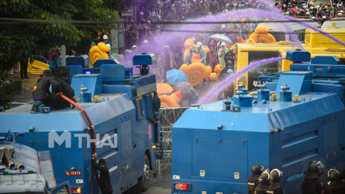 จีโน่ ชุมนุมทางการเมือง รถฉีดน้ำแรงดันสูงควบคุมฝูงชน